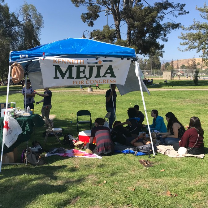 May 28, 2018 – Lincoln Heights – Campaign volunteers gather for a Meet-and-Greet with their candidate, Kenneth Mejia of the Green Party.Photo: Peter Duran / The Sprawl